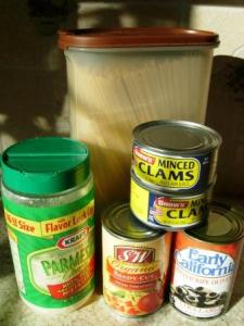 ingredients for spagetti with red clam sauce
